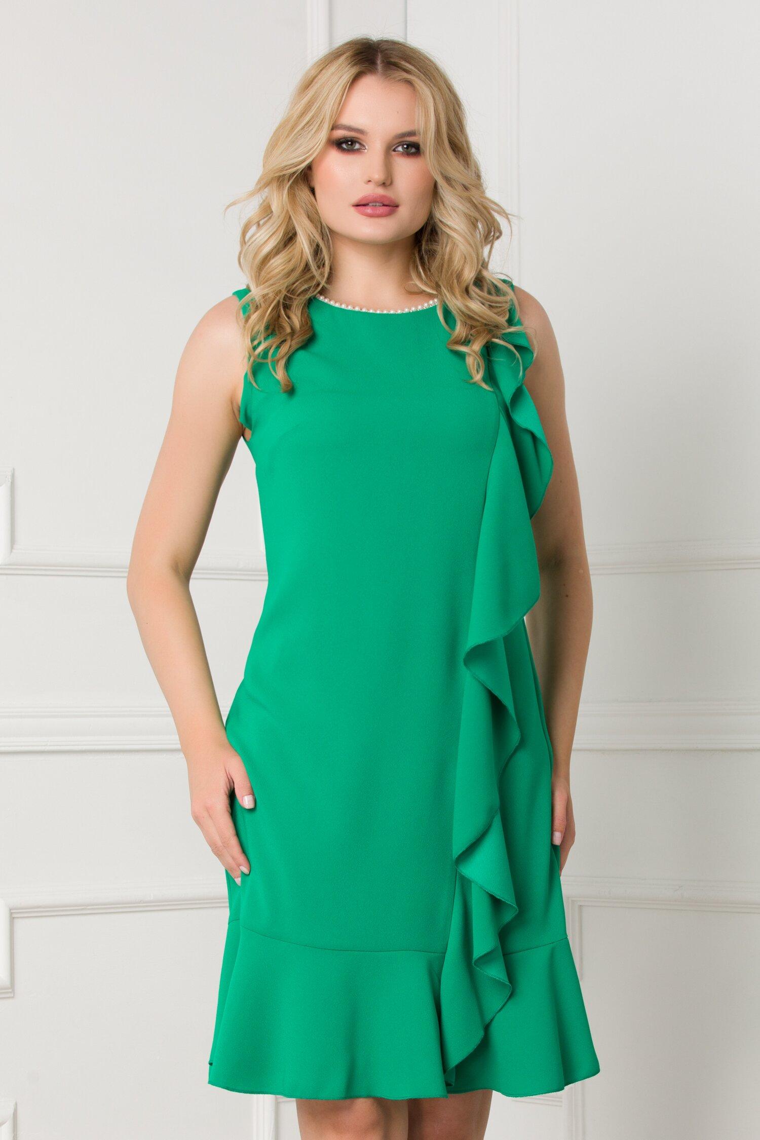 Rochie Daria verde cu perle la decolteu si volan asimetric